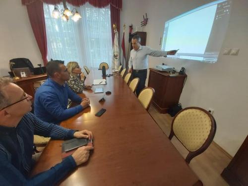 a-magyar-hazak-munkatarsai-a-jelenleg-elerheto-legkomplexebb-interaktiv-online-tavoktatasi-technologia-karpat-medencei-bevezeteset-tervezik-1